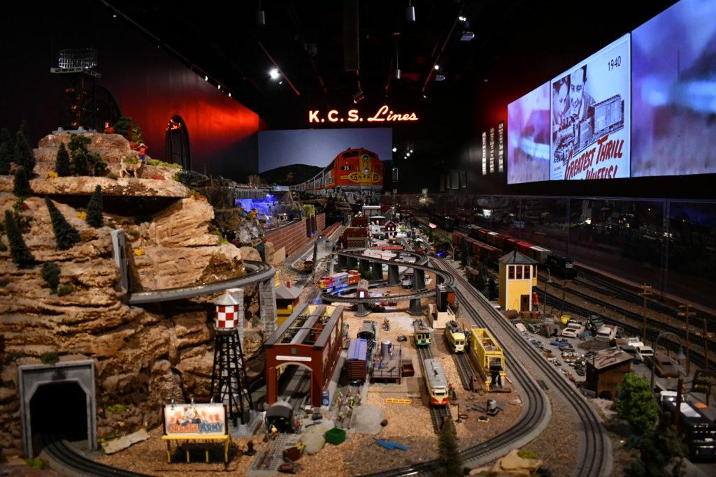 Model Train Gallery Layout